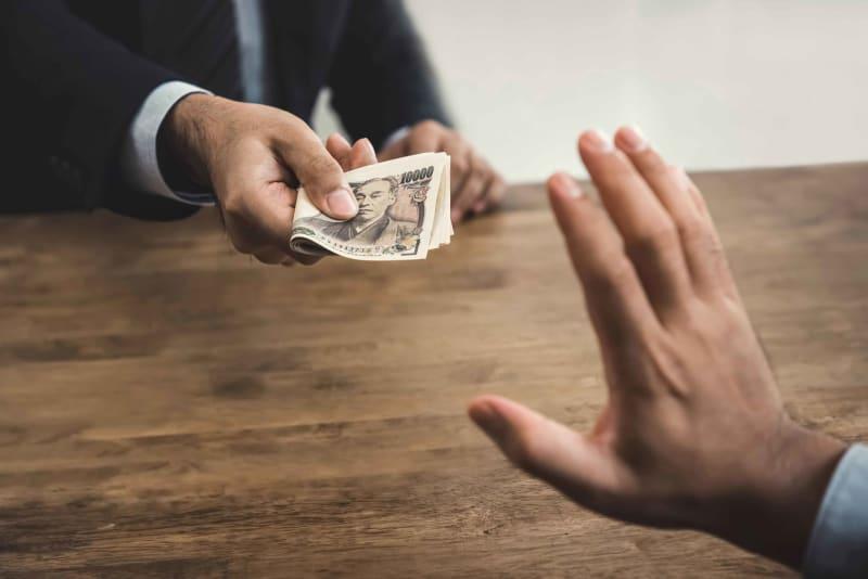 お礼にお金を渡すのはよくない? 「タダ働きのほうが失礼」との意見も なにかしてもらったお礼にと、お金をもらったことはないだろうか。お金を渡す行為を、どう思っている人が多いのか。