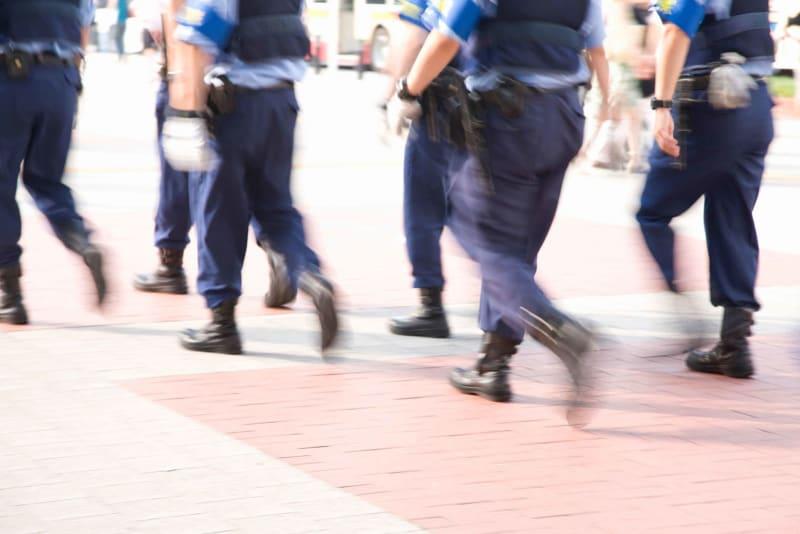 悪いことしてないのに警官が怖い… 過去のトラウマが要因か なにも悪いことをしていないはずなのに、街中で警察官を見ると怖く感じてしまうことはないだろうか?