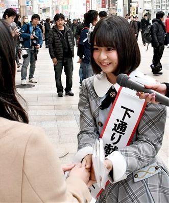 下通アーケードで献血を呼び掛ける倉野尾成美さん