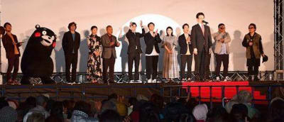 映画「いっちょんすかん」の出演者らを迎えて開かれた「くまもと復興映画祭」のオープニングセレモニー