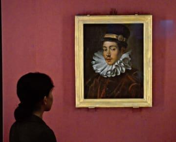 東京国立博物館で特別公開されている伊東マンショの肖像画=17日午後、東京都台東区
