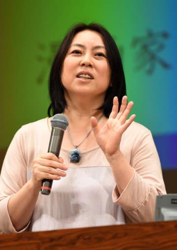 「くらたま流~スッキリ生きる方法~」と題し講演した漫画家の倉田真由美さん