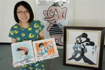 熊本地震からの復興へ激励の気持ちを込めた作品が寄せられた「熊日チャリティー知名士色紙展」の作品=8日、熊本市中央区