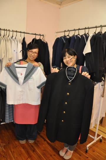 使わなくなった学生服を買い取って販売している「さくらや宮崎店」