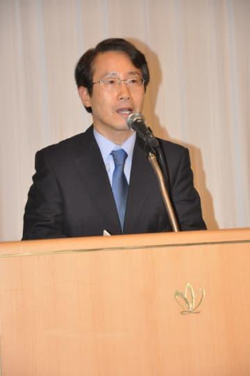 セミナーで、本県と韓国の友好と発展を訴える朴総領事