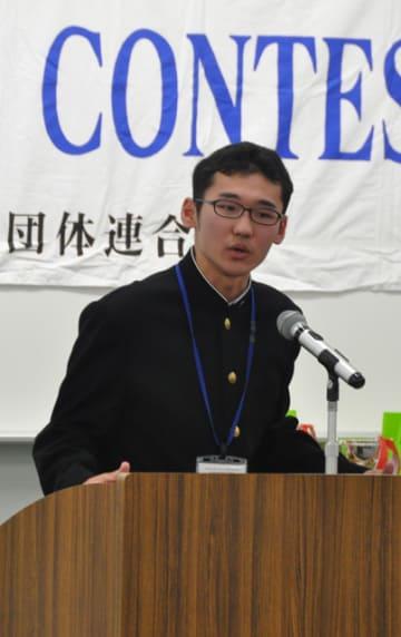 九州地区高校英語スピーチコンテストで1部1位となり全国大会出場を決めた年増望生さん=5日午前、宮崎市・南九州短大