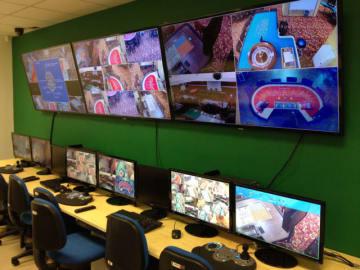カジノフロアの監視システムのイメージ(資料)=マカオ理工学院ゲーミングティーチング&リサーチセンターの模擬カジノ施設にて-本紙撮影