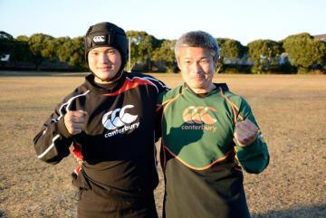 全国高校ラグビー大会に挑む高鍋高ラグビー部の木之下洸亮主将(左)とコーチの父健太郎さん