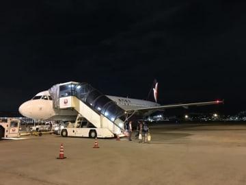 福岡空港に駐機中のマカオ航空エアバスA320型機(資料)=2016年7月-本紙撮影