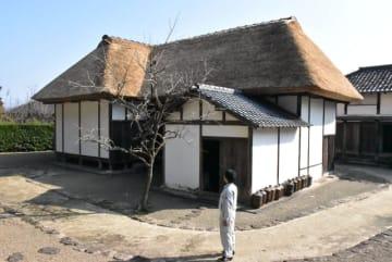 かやぶき屋根がふき替えられた黒水家住宅の主屋