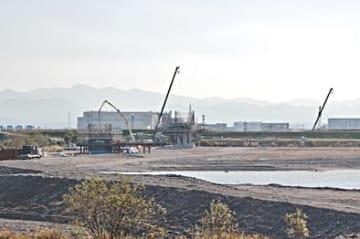 工事が進む建設現場(16年11月現在)