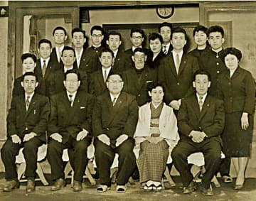 三悦商会時代の集合写真%