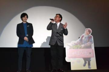 映画「しゃぼん玉」公開を記念して舞台あいさつする東監督(右)と林さん=4日午後、宮崎市・セントラルシネマ宮崎