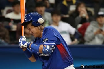 頭部への死球を受けた韓国代表のイ・デホ【写真:Getty Images】