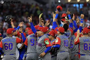 勝利を喜ぶドミニカ共和国代表の選手たち【写真:Getty Images】