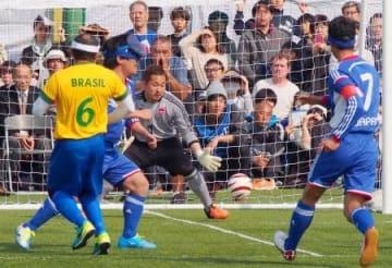 Bサッカー、ブラジルと親善試合