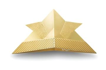 折紙で折った兜をモデルとする「純金製兜・折紙デザイン」