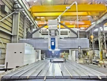 新設した大型5面加工機(大渕工場)