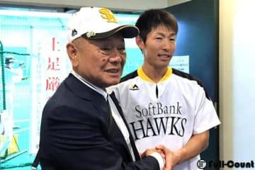 久保克之氏とソフトバンク・本多雄一【写真:藤浦一都】