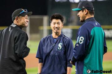 試合前に岩隈久志と言葉をかわすマーリンズ・イチロー【写真:Getty Images】