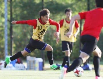 サッカー日本、初戦へ連係確認