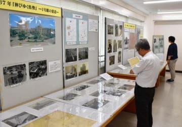 県庁本館の歩みを紹介する県文書センターの特別展=26日午後、宮崎市
