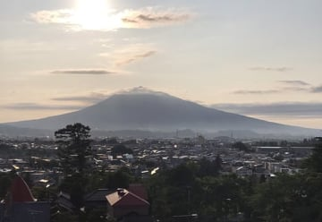 東奥日報社弘前支社屋上から望む夕刻の岩木山