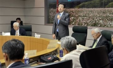 第7回大会について協議する熊本城マラソン実行委員会のメンバーら=熊本市中央区