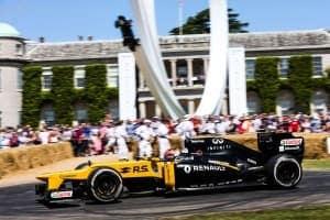 2017年グッドウッド・フェスティバル・オブ・スピード ロバート・クビカがルノーカラーのロータスE20で走行