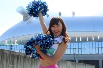 ダンスアカデミーのインストラクターも務める鈴木栞さん【写真:石川加奈子】