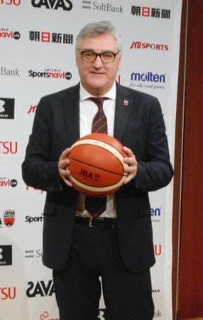 バスケットボールの男子日本代表監督に就任したフリオ・ラマス氏=21日、東京都内