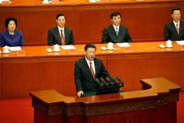 中国人民解放軍の創設90年を記念し演説する習近平国家主席=1日、北京の人民大会堂(ロイター=共同)