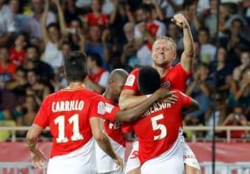 サッカーのフランスリーグが開幕、トゥールーズ戦でゴールを喜ぶモナコの選手たち=4日(ロイター=共同)