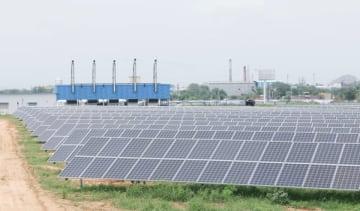 実証開始した太陽光発電を活用したマイクログリッドシステム=ラジャスタン州(NEDO提供)