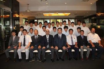 韓国へ向かった日本選手団