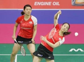 女子ダブルス準々決勝 中国ペアと対戦する高橋(左)、松友組=グラスゴー(共同)