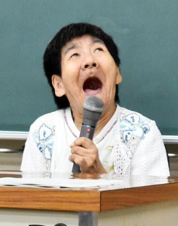 集会で発言する水俣病胎児性患者の坂本しのぶさん=30日午後、熊本県水俣市
