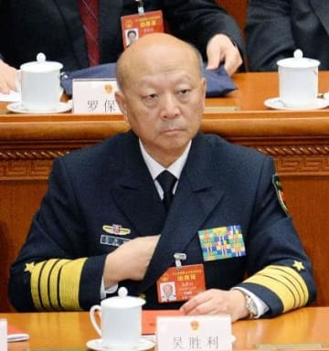 中国海軍の呉勝利前司令官=3月、北京の人民大会堂(共同)