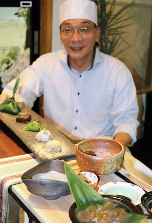 材料にこだわった和菓子と山川さん(大津市長等2丁目・「茶菓 山川」)