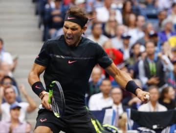 全米テニス決勝、ポイントを奪い、雄たけびを上げるナダル=10日、ニューヨーク(AP=共同)