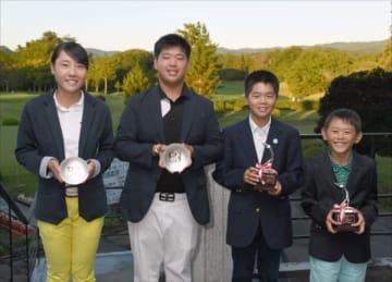 ジュニア各部門で優勝した(左から)横山、塚原、金子、渡辺