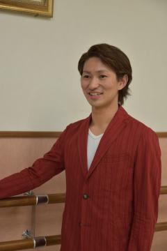 団員として初めて県内で舞台に立ち「地元で応援してくれて、感謝の気持ちを持って臨んだ」と話す劇団四季の俳優・高見浩行さん=水戸市本町