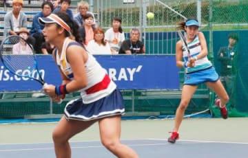 ダブルス準々決勝で敗れた穂積(左)、加藤組=有明テニスの森公園