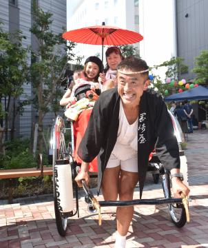 人力車で水戸市内を駆ける初の「絵になる水戸プロジェクト」=同市大工町