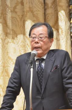 衆院選の行方について解説する歳川隆雄氏=水戸市千波町の水戸プラザホテル