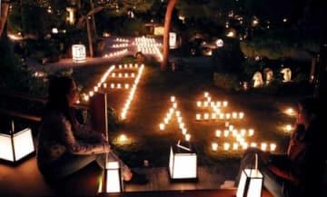 ろうそくのやわらかな光に浮かび上がる庭園(5日午後6時15分、京都市右京区・東林院)