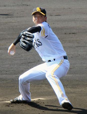 投球するソフトバンク・東浜=宮崎アイビースタジアム