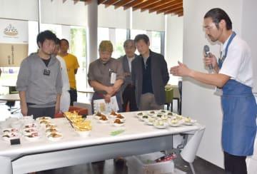 延岡市内の料理店が考案した品々が並んだ「のべおかタパス」の試食会