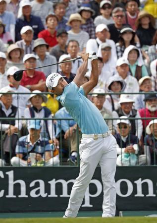ゴルフ、小平と浅地が首位発進