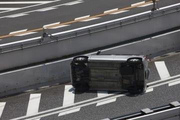 車によく乗る人が加入するイメージの交通事故傷害保険。しかし車に乗っているときだけでなく意外と補償の範囲は広いのです。交通事故傷害保険とは?という基本から特徴まで解説します。